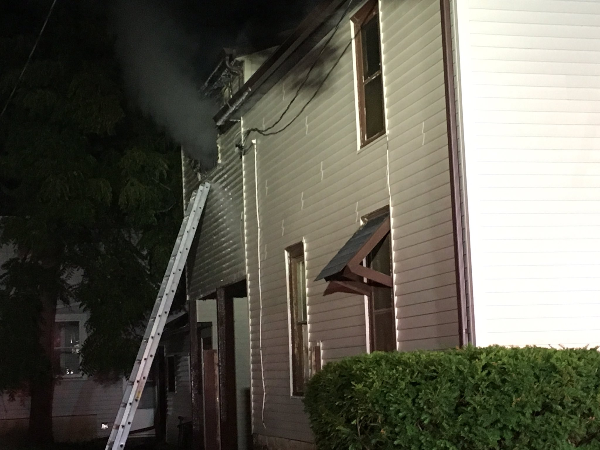 Two hurt in Fond du Lac house fire