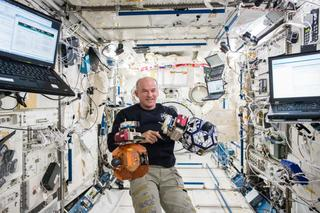 Wisconsin astronaut breaks record