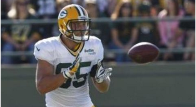Aaron Rodgers uses his legs to stretch lead