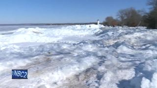 Ice shoves bring in crowds to Fond du Lac