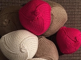 Volunteers knit prostheses for cancer survivors