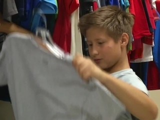 'Cool for School' gives 700 students new outfits