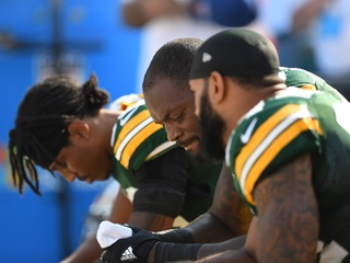 Packers protest during National Anthem