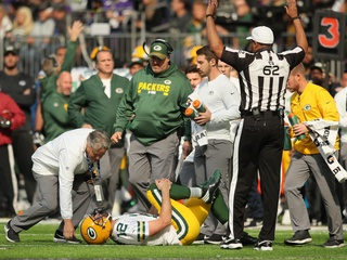 Rodgers suffers broken collarbone