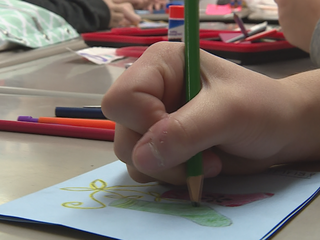 Oshkosh students create Holiday Mail for Heroes