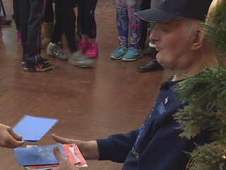 Students make a special holiday delivery to vets