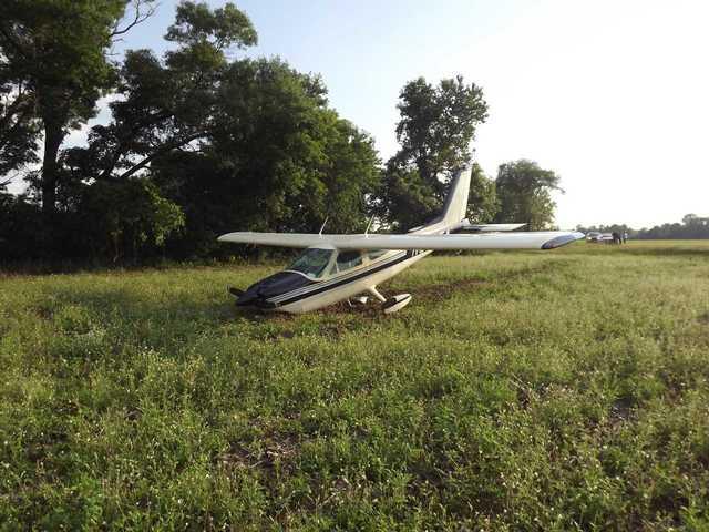 Plane force lands in Waushara County farm field